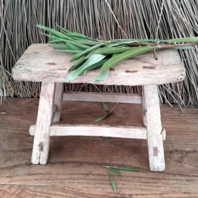 petit tabouret en bois ancien. Black Bedroom Furniture Sets. Home Design Ideas