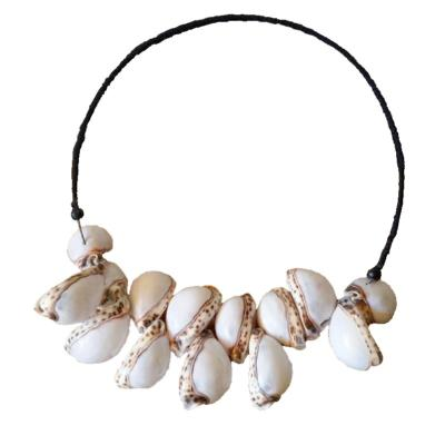 Collier Leony, coquillages blancs